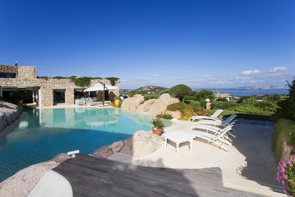 Affitto case vacanza arzachena prestigiosa villa con piscina porto cervo localit porto cervo - Affitto villa piscina interna ...