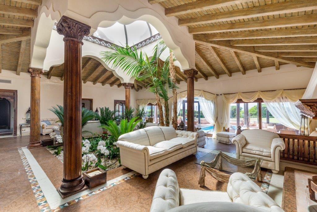 Affitto case vacanza arzachena villa confinante mare con for Arredare una villa